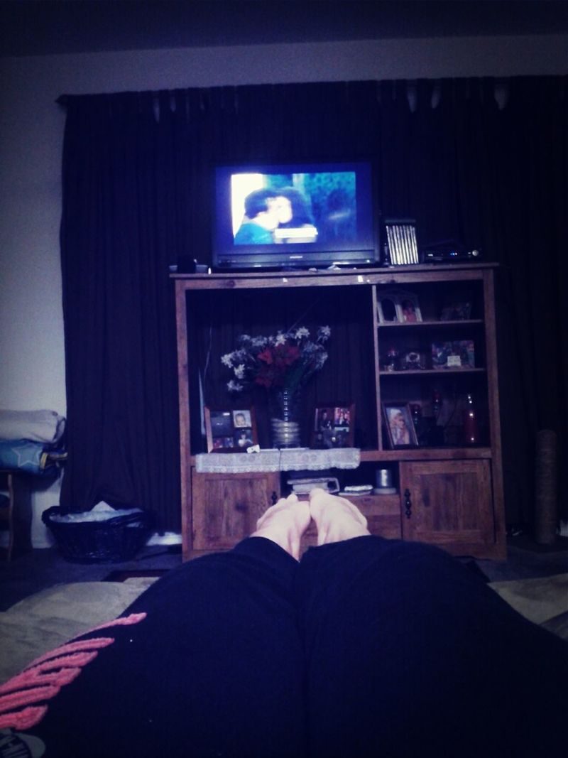 relaxing and watch the lying game also pretty little liars Relaxing Pretty Little Liars The Lying Game