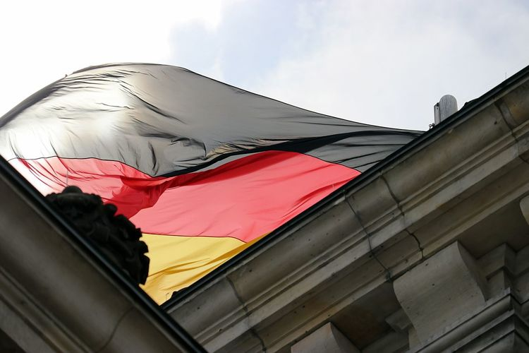 Architecture Berlin Berlin Mitte Berlin Photography Building Exterior Built Structure Day Flag Flag Germany Flag In The Sky Flag In The Wind Flags Flags In The Wind  German Germany Germany Flag Germany 🇩🇪 Deutschland Germany🇩🇪 GERMANY🇩🇪DEUTSCHERLAND@ Low Angle View No People Outdoors Patriotism Sky Sun