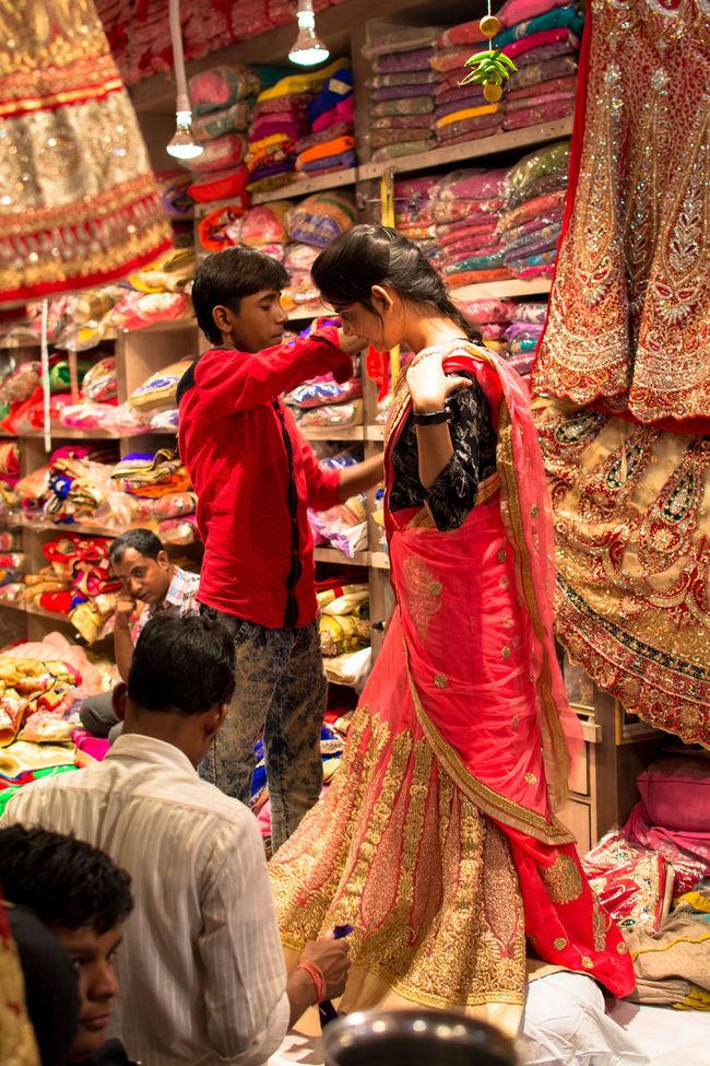 Bride Wedding Dress Jaipur Market Shop Try On Beautiful Girl India Saree Fashion Saree Wedding Saree Traditional Culture Traditional Clothing Fashion Fashion&love&beauty Street Photography Street Fashion Fashionstyle Colorful Colors Fabrics