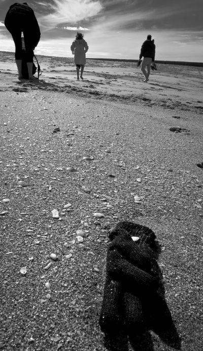 Taking Photos Leicacamera Beach Photography Beach Life Globes 3 Talking Pictures Mar Del Plata Argentina Photography Sea And Sky Laperla Mdq Walking Around City Exploration Blackandwhite