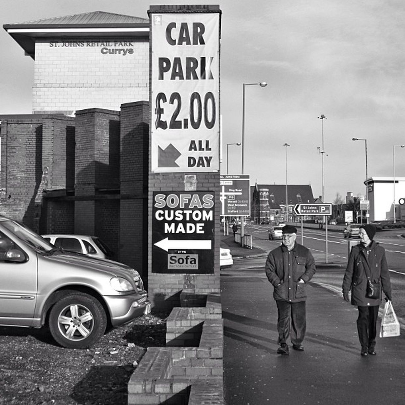 Welcome to Wolverhampton, the home of cheap car-parking. Gente Midlands Bnw Blackcountry Streetphotography England People Calle Candid Bn Blackandwhite Monochromatic Wolverhampton Parking Britain Portrait Carpark Streetphoto Greatbritain Woman Unitedkingdom GB Jubilados Monochrome Pensioners Viejos Bw Englanduk Uk Westmidlands