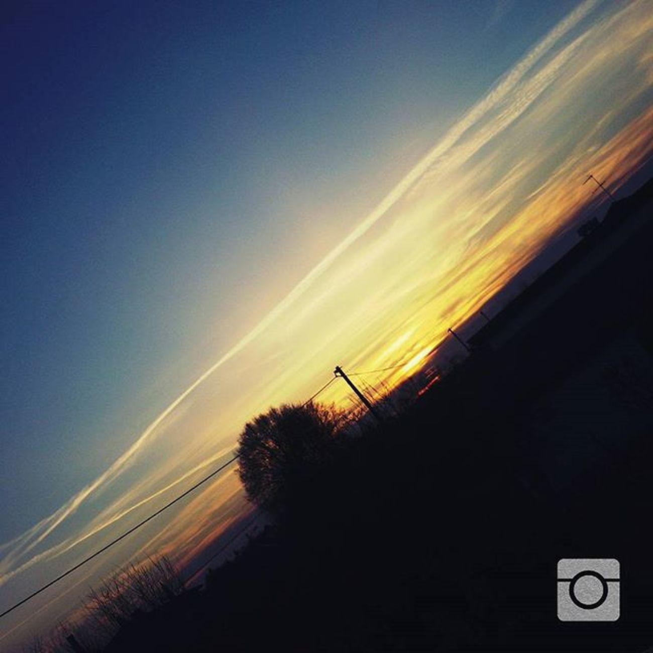 Today was a Beautiful warm Sunny day . This is what remains- Oggi è stata una Bellissima Calda Giornata di Sole . questo è quello che resta Sun Sole Cielo Cieloblu Sky Blusky Tree Alberi Nuvole Clouds Nuages Colors Colori Icoloridelcielo Tramontoacolori Sunset Tramonto sunsettoday tramontooggi