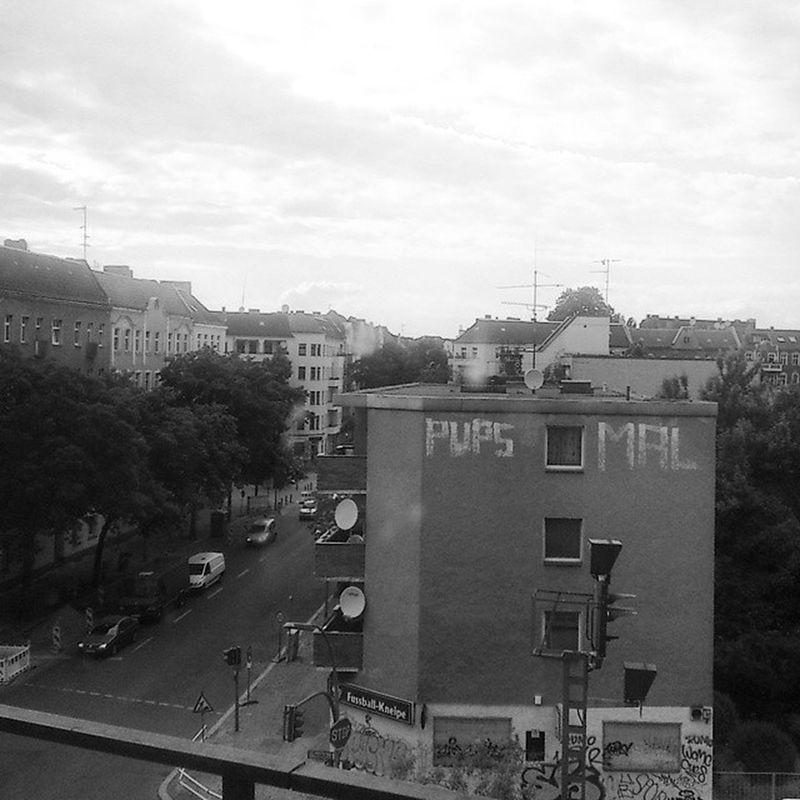 Berlin Neukölln Pupsmal Fart Graffiti Cityscape