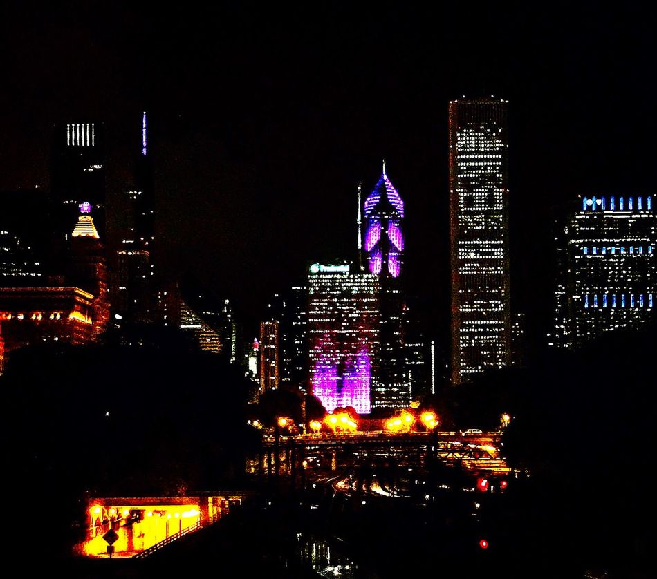 City lights✨✨ Night Night Lights Skyline In Chicago Skyline Colors Colour Of Life Eye4photography  Eyeemgallery EyeEm EyeEm Best Edits EyeEmBestPics Eyemphotography IPhone Amazing View Architecture