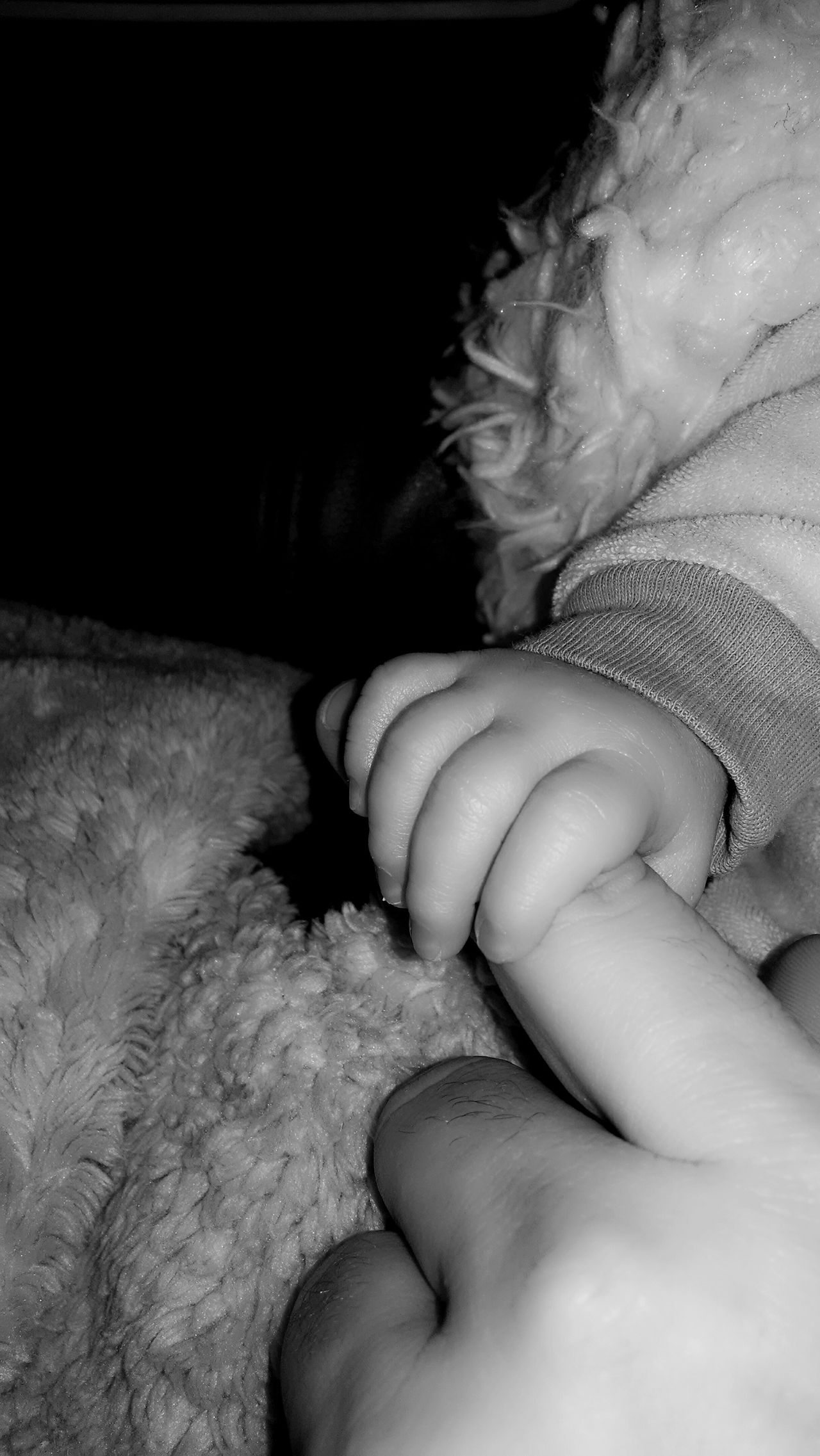 Sometimes it's the small things in life that you must hold on to forever. What I Value My World ♥ Daddysboy Blackandwhitephotography Loveyouforever PhotographybyTripp Smartphonephotography