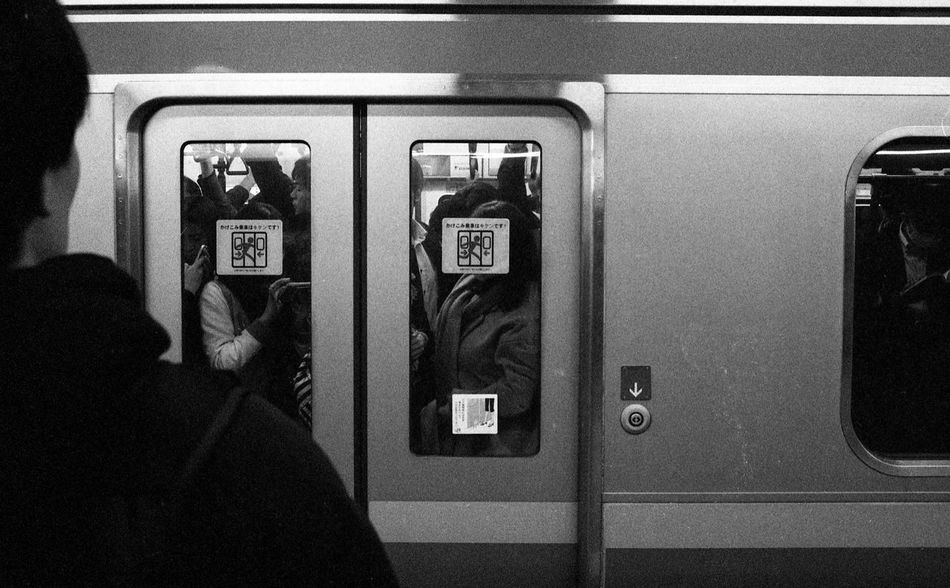 Japan 001 Transportation Real People Streetphotography People EyeEmMalaysia Believeinfilm People Of EyeEm Filmisnotdead Black And White Street Photography Filmphotography Black And White Photography Streetphoto_bw Ishootfilm Leica Leicam Leicacraft Leicam6 EyeEm Tokyo Tokyo,Japan Train Japan Japan Photography