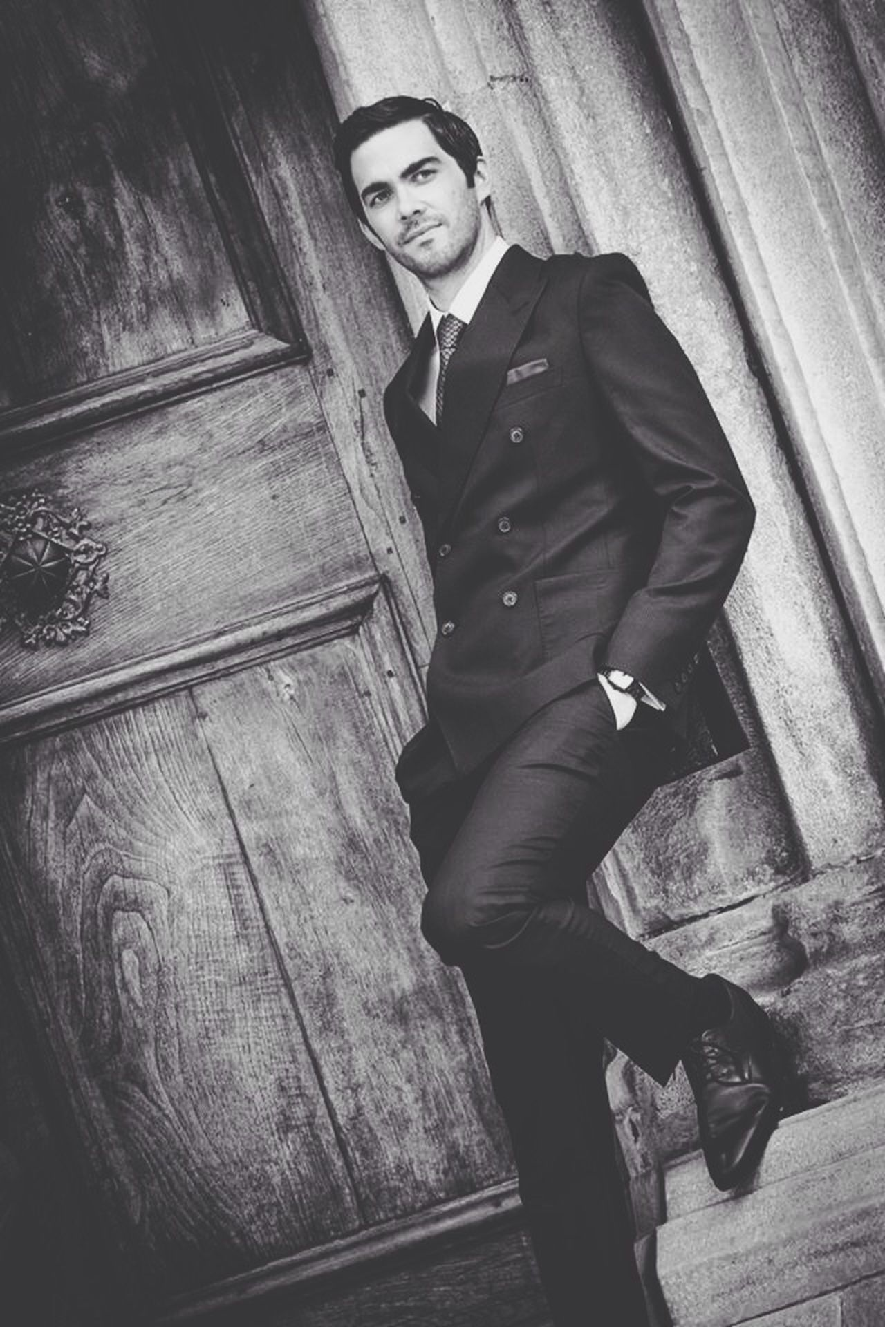 Check This Out Model Suit Black And White