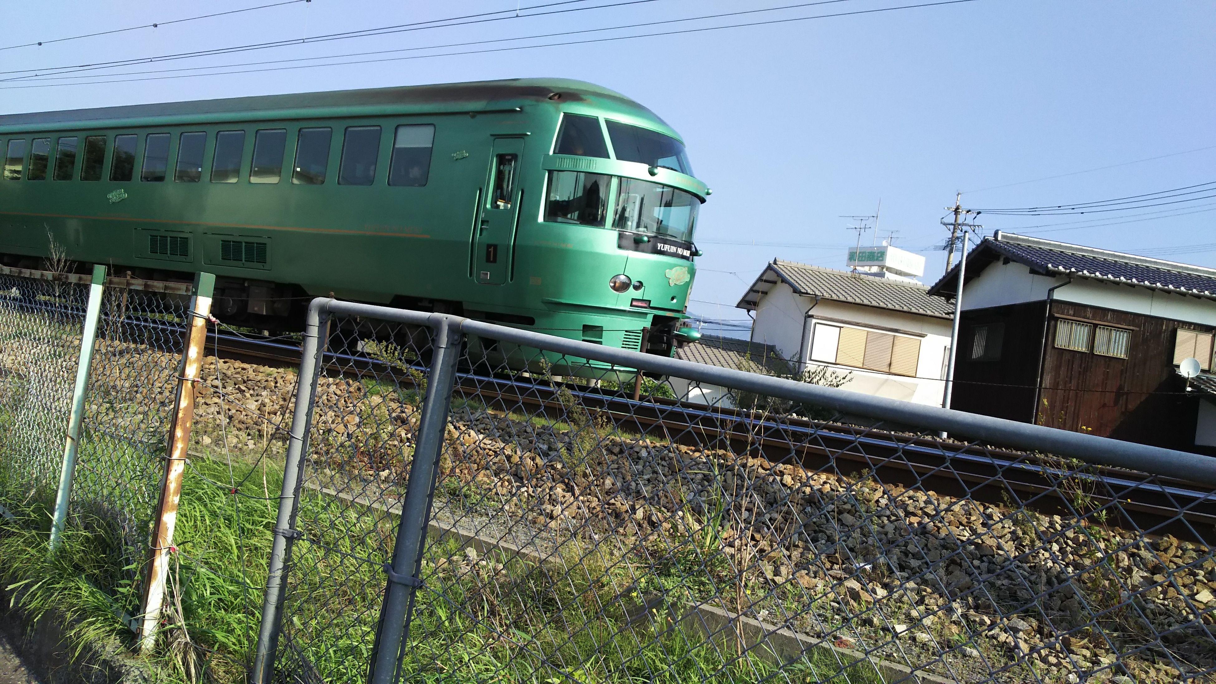 mode of transport, rail transportation, green color, outdoors, sunlight, day, public transportation, no people, sky