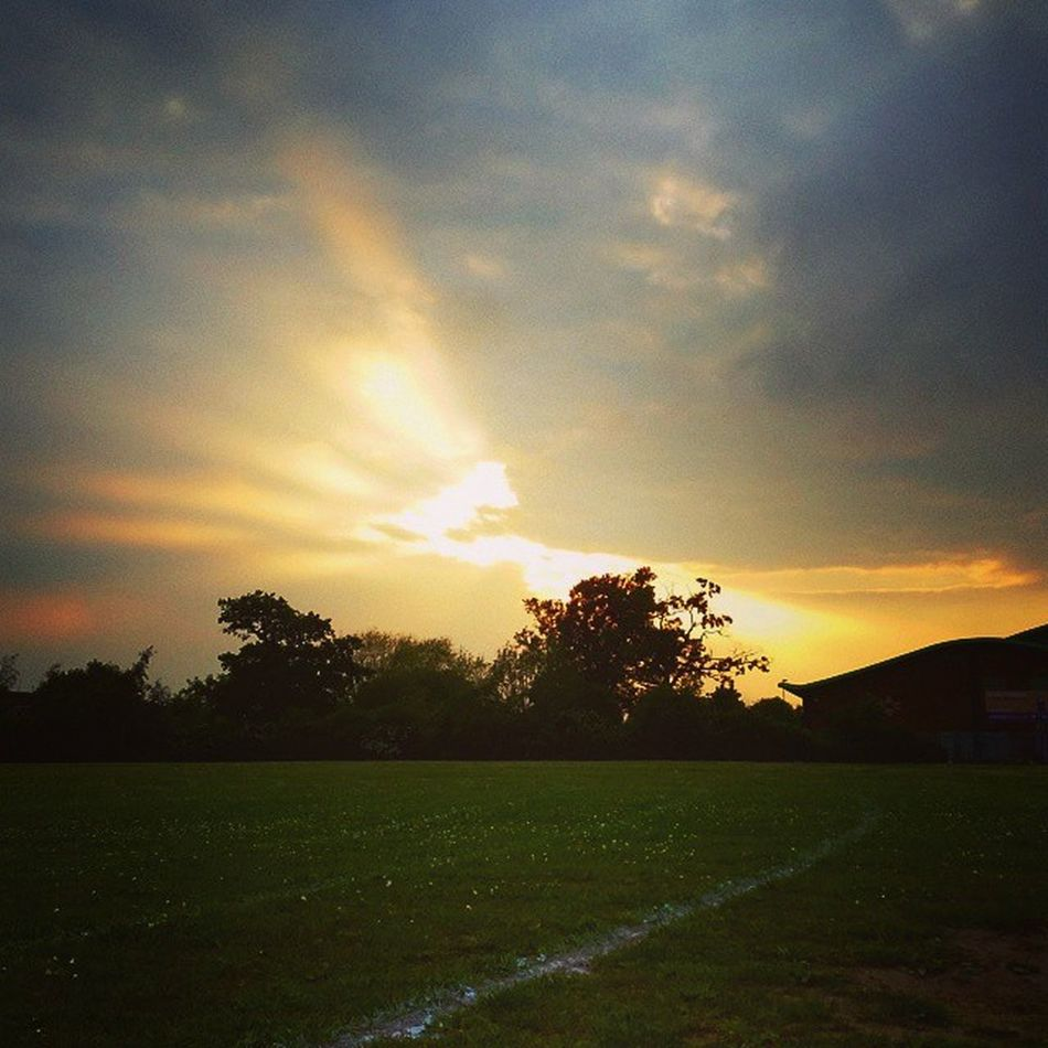 ✌😄💕🌅 Loveit Sunny Lush Lushweather Sunshiningthoughclouds Sunset Beautifulday Lushview