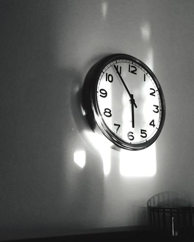 You just need patience to be able to see that the light and time move forward Light And Shadow Light Clock Shadow Shadows Shadows & Lights EyeEm Best Shots