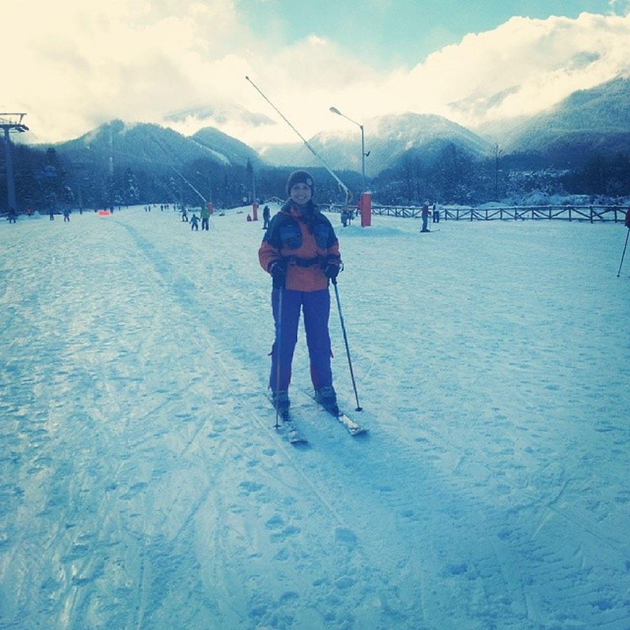 первый раз встала на лыжи:) Skiing Mountains