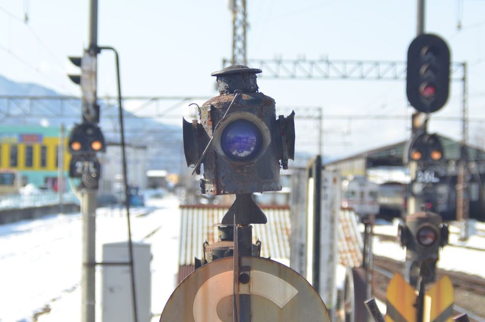 What This !? Railroad Station Platform From My Point Of View Selective Focus Train Platform Winter Days Snapshot Travel Photography Outdoors Reflection 長野 旅写真 電車旅