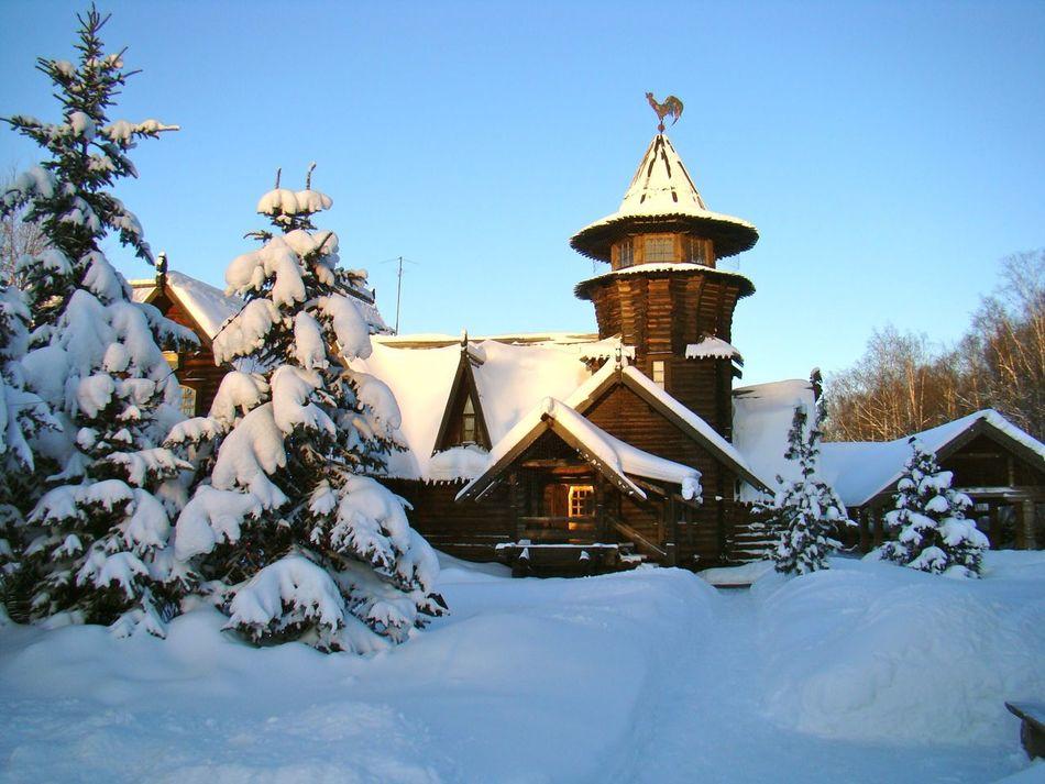 Russia Snow Snow ❄ Snowing Sanpietroburgo Restaurant White White Album Traveling Beautiful Relaxing EyeEm Best Shots Eye4photography  Miles Away