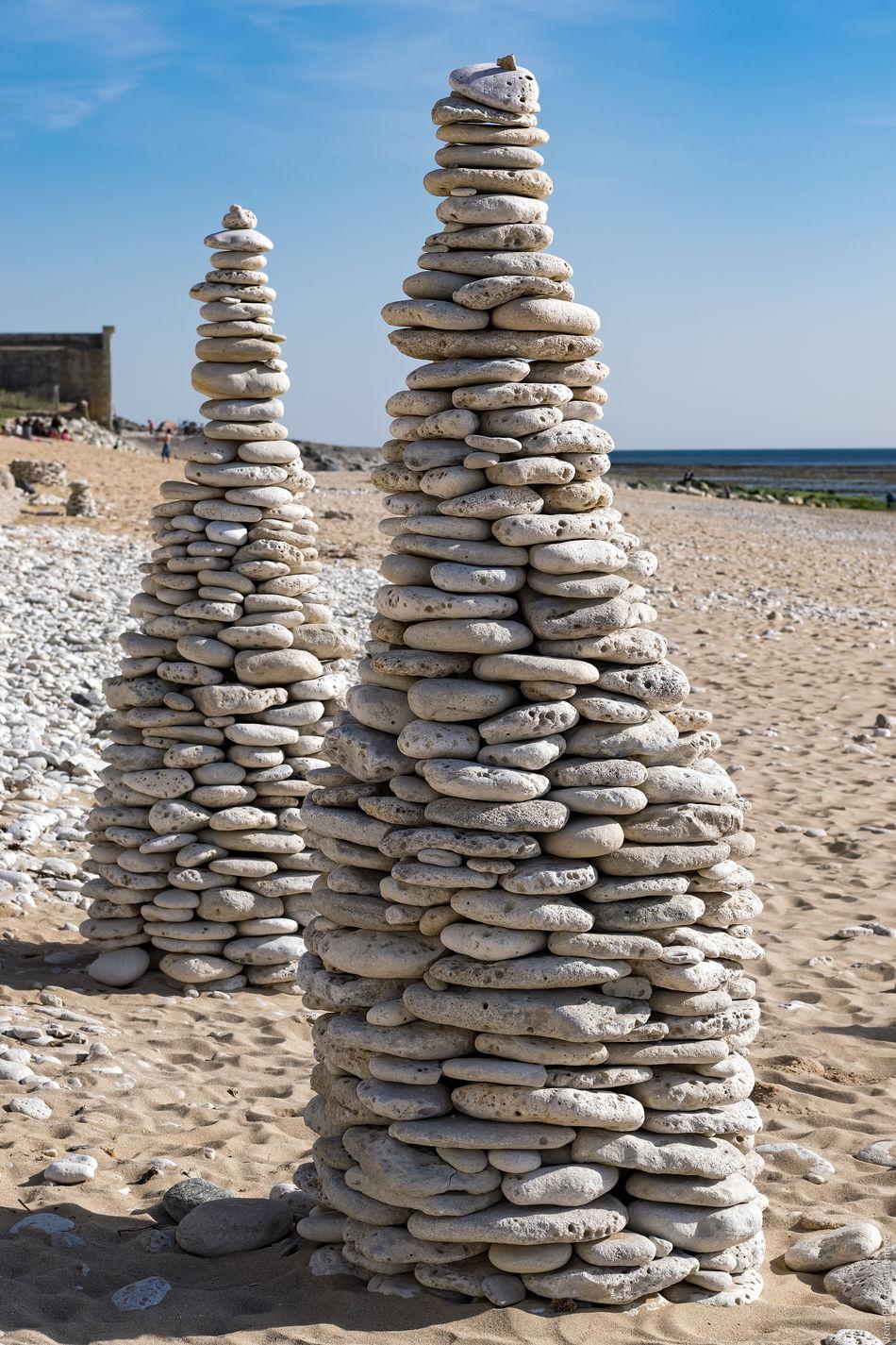 Cairns sur la plage Abundance Beach Cairn Cairns Day Ile De Ré Large Group Of Objects Outdoors Pebble Pebbles On A Beach Pile Pile Of Pebbles Sand Sea Stack Tower Tranquility