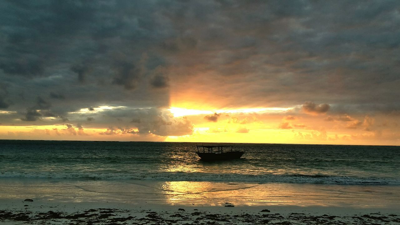 sunset, sea, sky, beauty in nature, cloud - sky, nature, scenics, horizon over water, water, dramatic sky, tranquility, no people, idyllic, tranquil scene, outdoors, silhouette, sun, beach, storm cloud, power in nature, wave, day