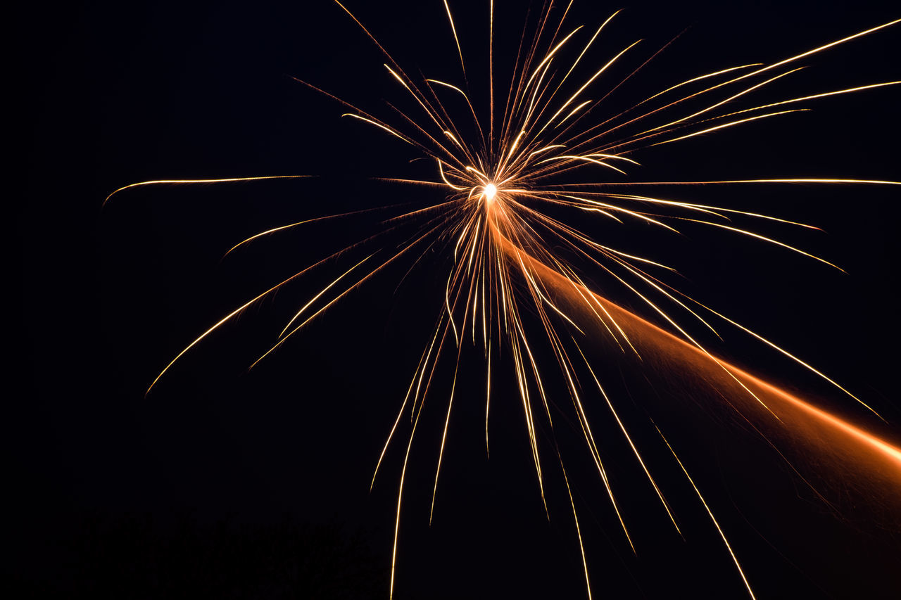 Beautiful stock photos of feuerwerk, Arts Culture And Entertainment, Blurred Motion, Celebration, Clear Sky