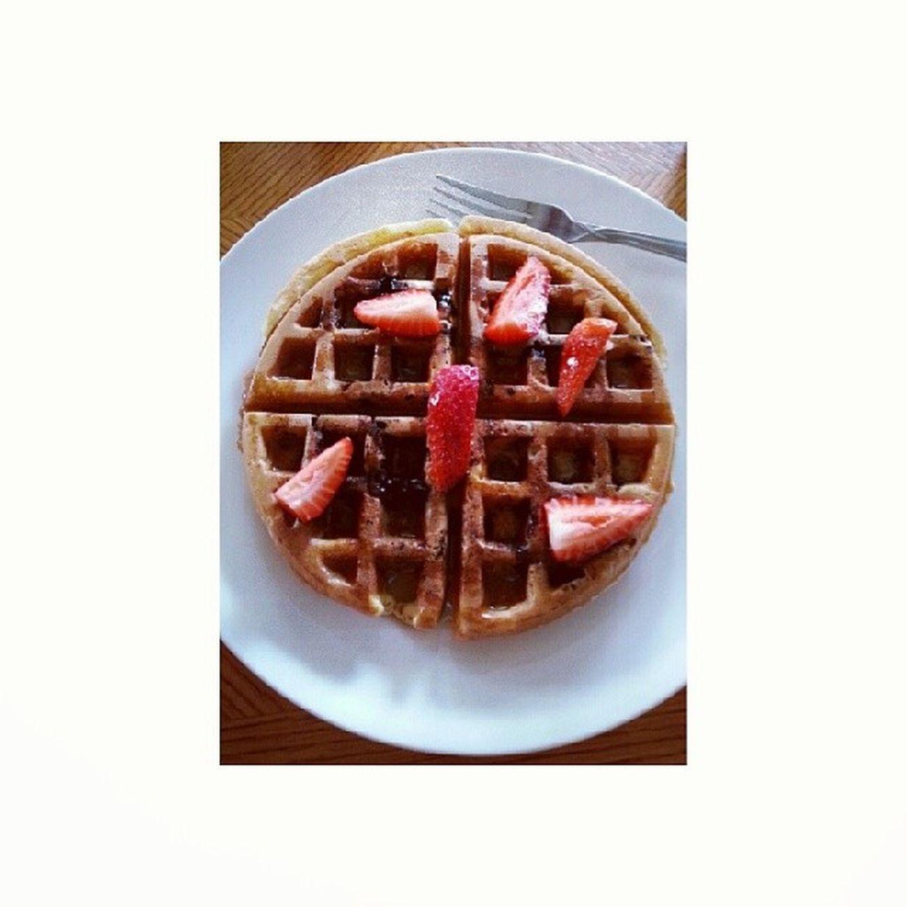 blueberry waffles Wafflesoverpancakes