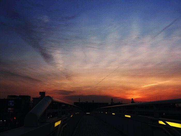 Clouds And Sky Japan Sky Popular Photos Nightshot Nagoya-shi 上社 The Sun Magic Hour The Setting Sun Sunset Clouds The Sky At Sunset