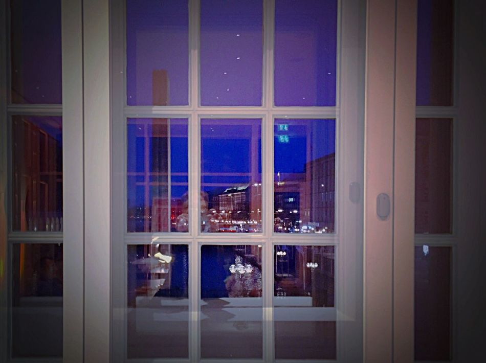Window to the city Hamburg Alster Alster View Museum Bucerius ArtWork Art Today's Hot Look EyeEm Best Shots Picasso Homesweethome IPhoneography Home Sweet Home City Life Cityscapes City Night Lights