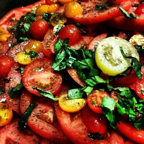 #yummy #tomato #basil #saltandpepper #heirlooms #chef #foodporn #food Yummy Food Tomato Basil Chef Foodporn Saltandpepper Heirlooms