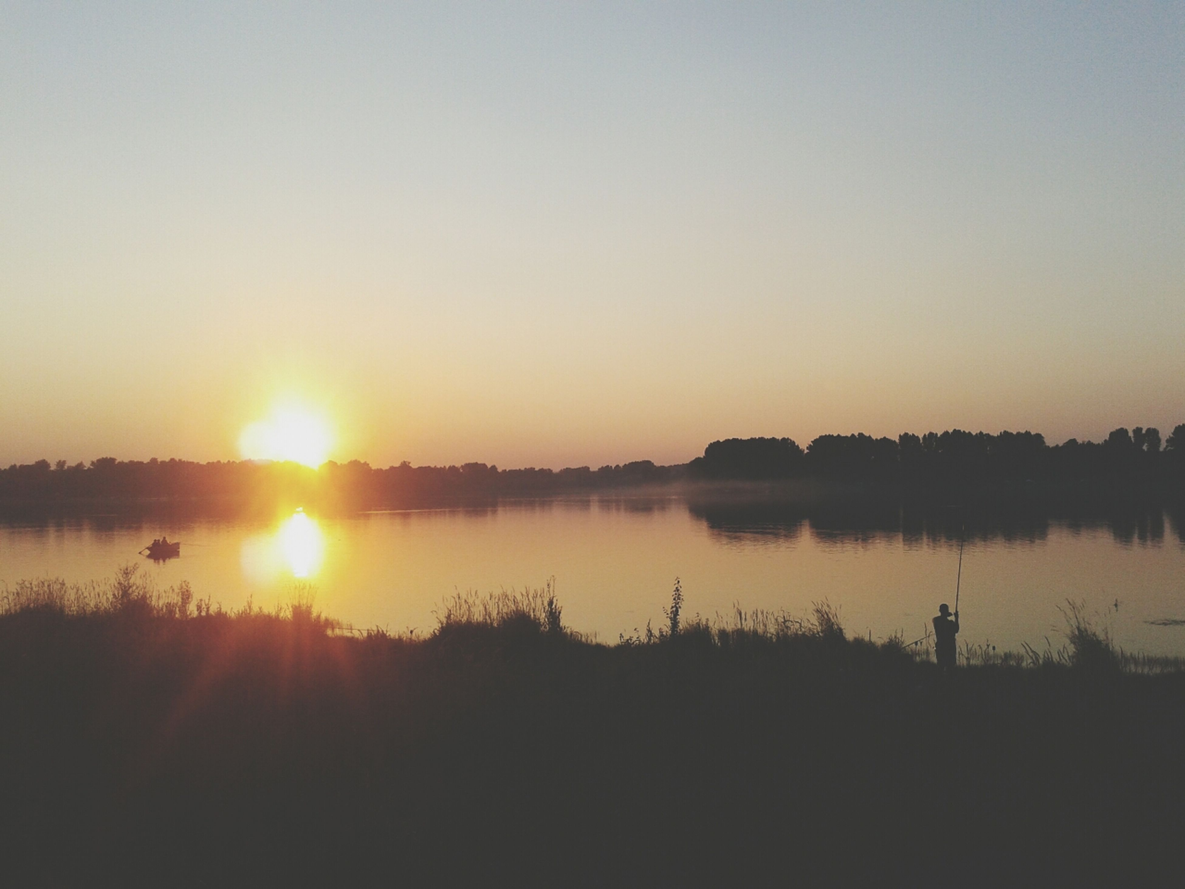 sunset, sun, tranquil scene, tranquility, scenics, water, reflection, beauty in nature, silhouette, clear sky, lake, copy space, nature, orange color, idyllic, sunlight, sky, landscape, tree, outdoors