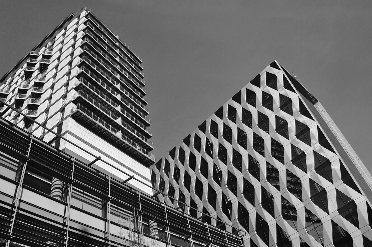 Modern architecture - Black & White The Architect - 2016 EyeEm Awards Black & White Architecture Modern Architecture Office Building Residential Structure Architectural Detail Black And White EyeEm Gallery Windows Building Exterior Buildings & Sky EyeEm Mediacityuk Salford Quays Modern Modern Building EyeEm Best Shots Lines And Angles Getty X EyeEm Check This Out
