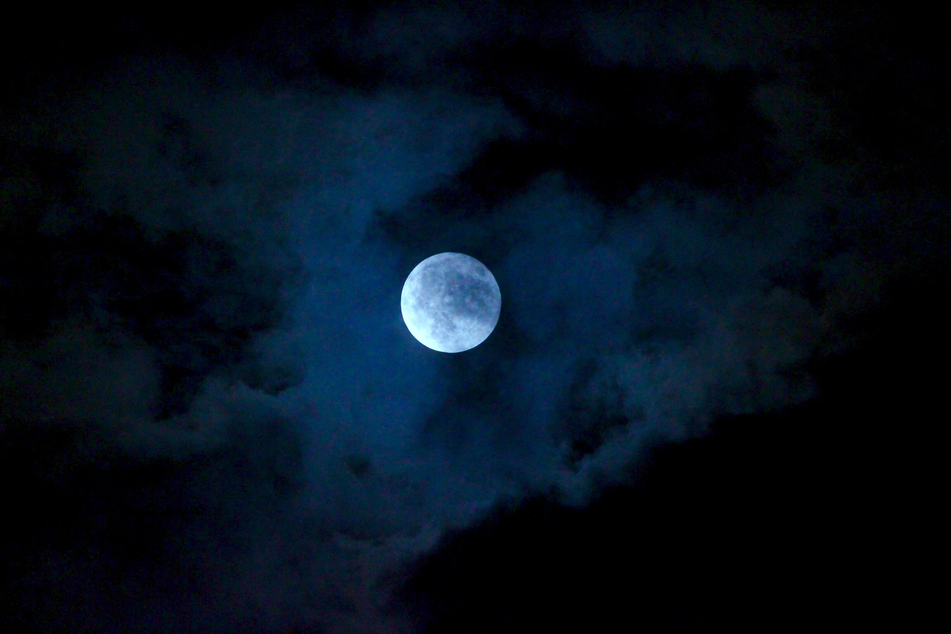 moon, astronomy, low angle view, sky, night, full moon, beauty in nature, scenics, planetary moon, tranquility, tranquil scene, nature, space exploration, idyllic, majestic, moon surface, discovery, sky only, cloud - sky, moonlight