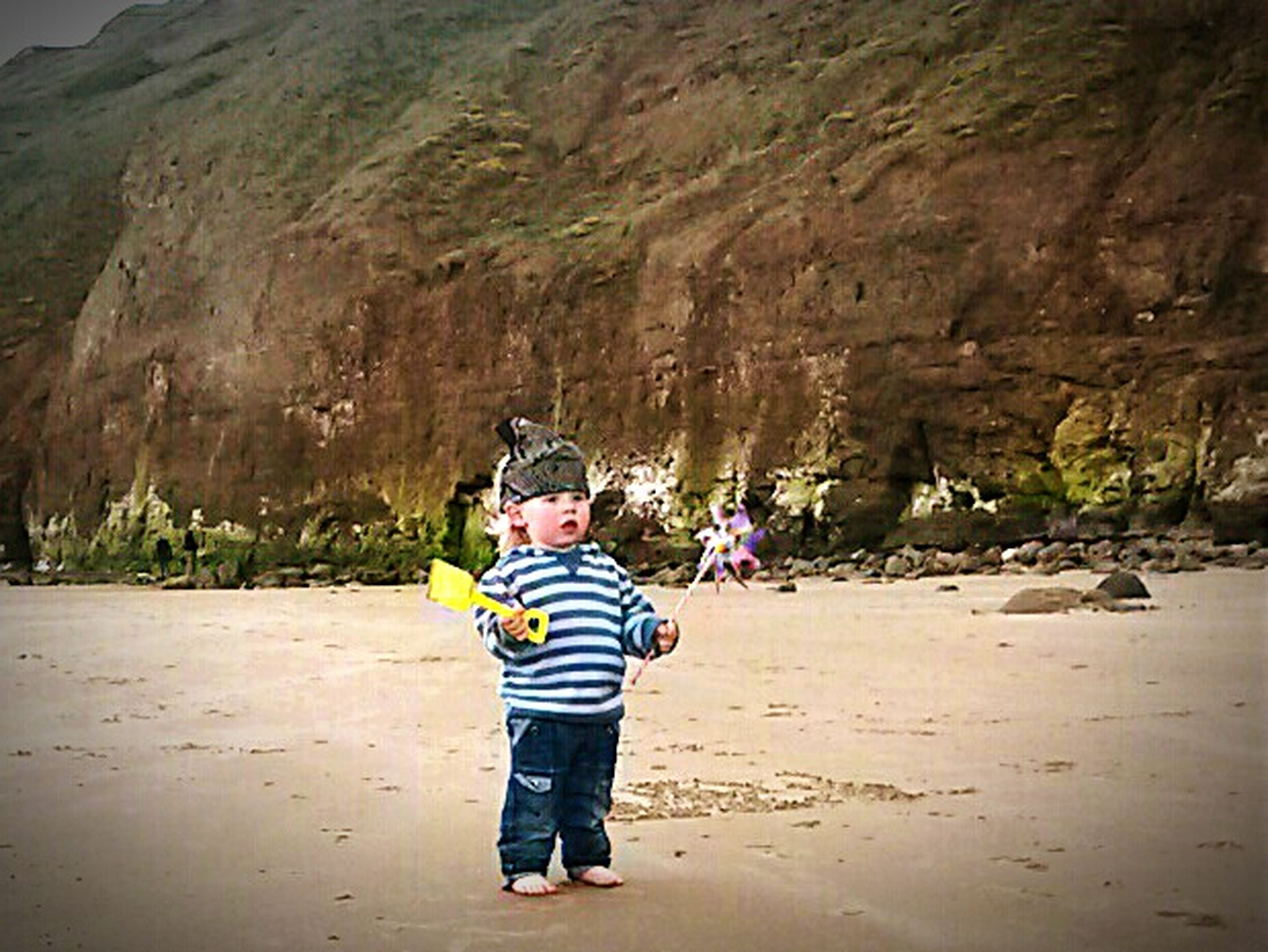 lifestyles, casual clothing, leisure activity, full length, childhood, boys, rear view, girls, togetherness, elementary age, bonding, standing, sand, person, walking, love, innocence