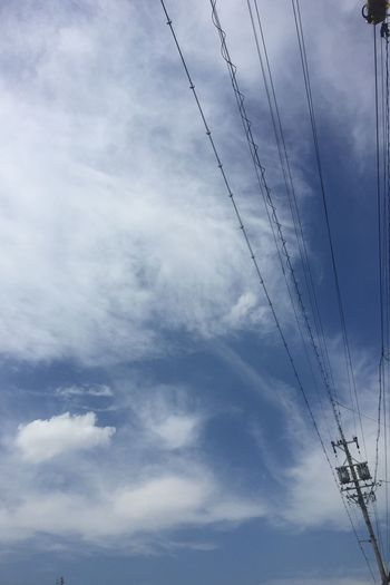 青空 Blue Sky 空 Sky 雲 Clouds 電線 Electric Wires