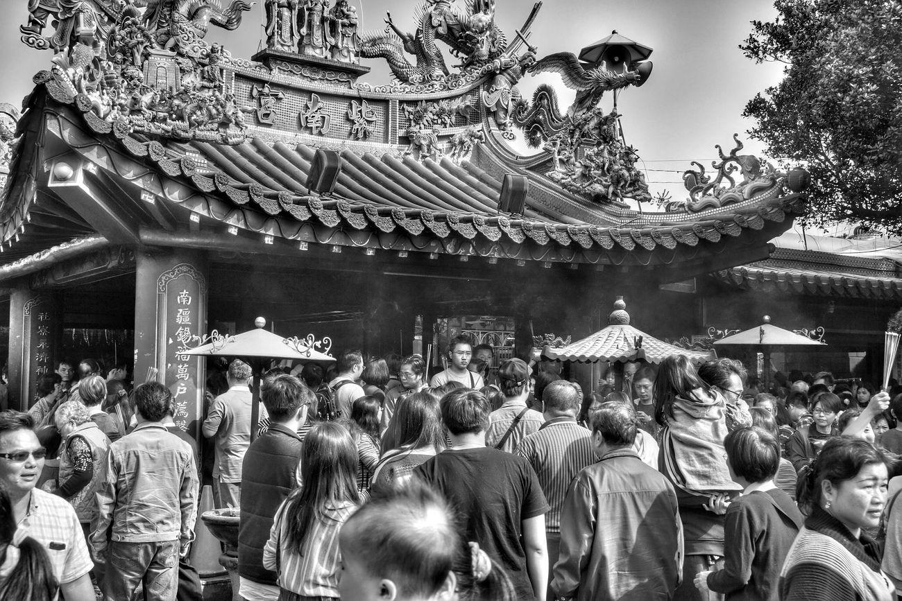 新年新希望 make a wish for new year Streetphotography The View And The Spirit Of Taiwan 台灣景 台灣情 What I Saw Monochrome Blackandwhite Portrait Temple Asian Culture