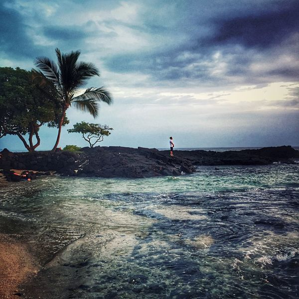 Sea Sky Water Real People Palm Tree Scenics Cloud - Sky Nature Beauty In Nature One Person Horizon Over Water Tranquil Scene Beach Outdoors Tree Tranquility Leisure Activity Lifestyles Day Full Length Tropical Hawaii