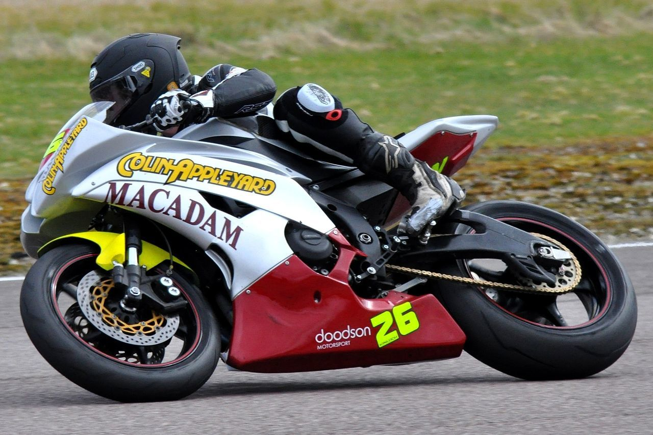 Superbike at Thruxton Bsb Knee Down Motorcycle Motorcycle Racing Race Superbike Thruxton