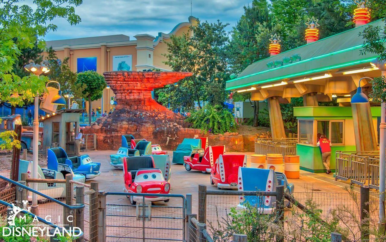 Tree Building Exterior Multi Colored 25thanniversary Disney Disneyland Disneyland Paris Disneyland Resort Paris Amusement Park Performance