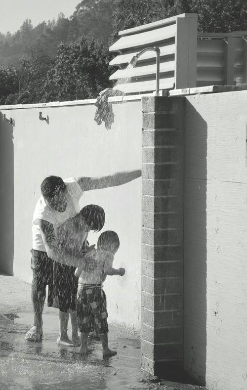 ~father and sons enjoying in public shower at beach! Eyeemphoto EyeEm Best Shots Showcase June EyeEm Best Shots - Black + White Streetphotography Father And Son California Summer Shower Time Innocenceofachild Childhood Life Is A Beach Beach Photography Fatherhood Moments The Street Photographer - 2017 EyeEm Awards