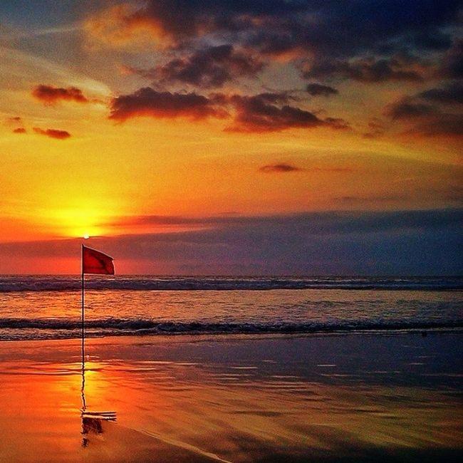 Amazing Red Flag | Courtesy of @taniaomx