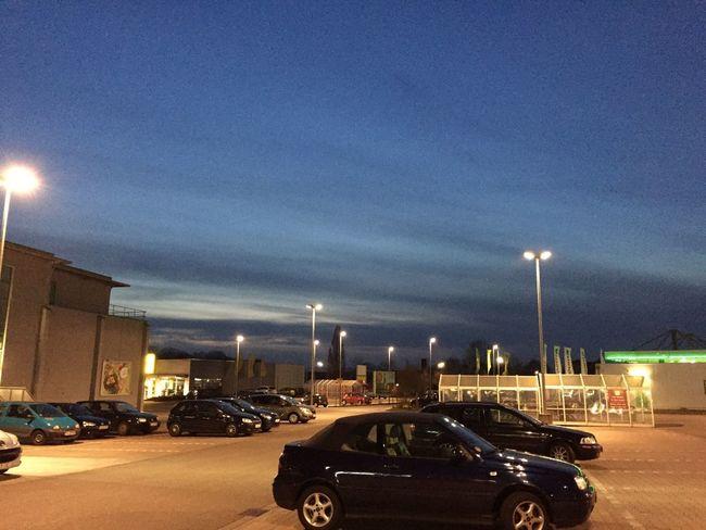 091/365 Die Blauestunde auf dem Supermarkt Parkplatz Sorcerer86 Photooftheday Photo365 Eyeemgermany IPhoneography Iphone6 Eyeemprisdorf