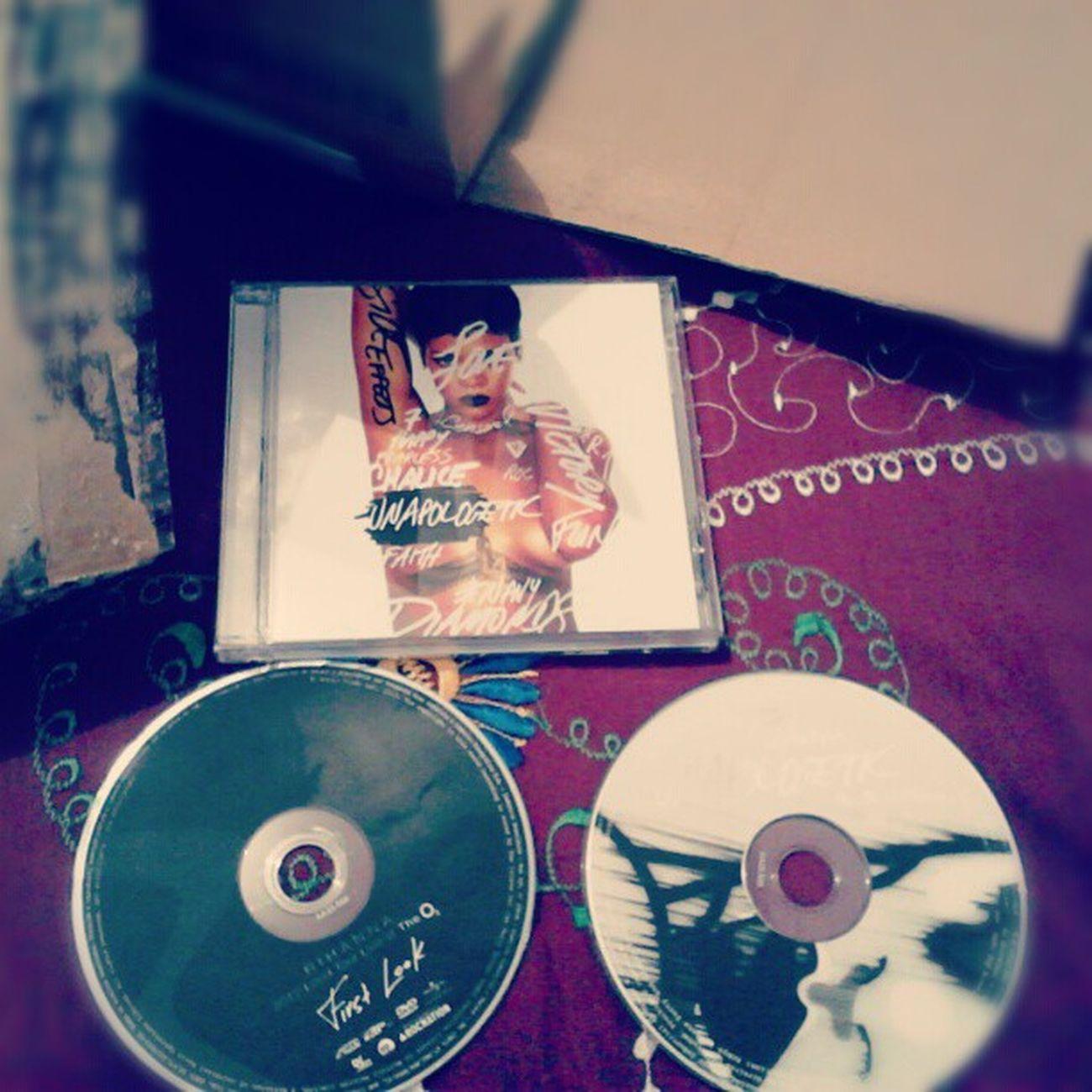 AAAAAAA SOCORRR *----*-*-***--**-*-* CHEGOOOOOU ATRASADO, MAS CHEGOU <3333 Unapologetic  Loudtour Rihanna Love cd&dvd natal tchu