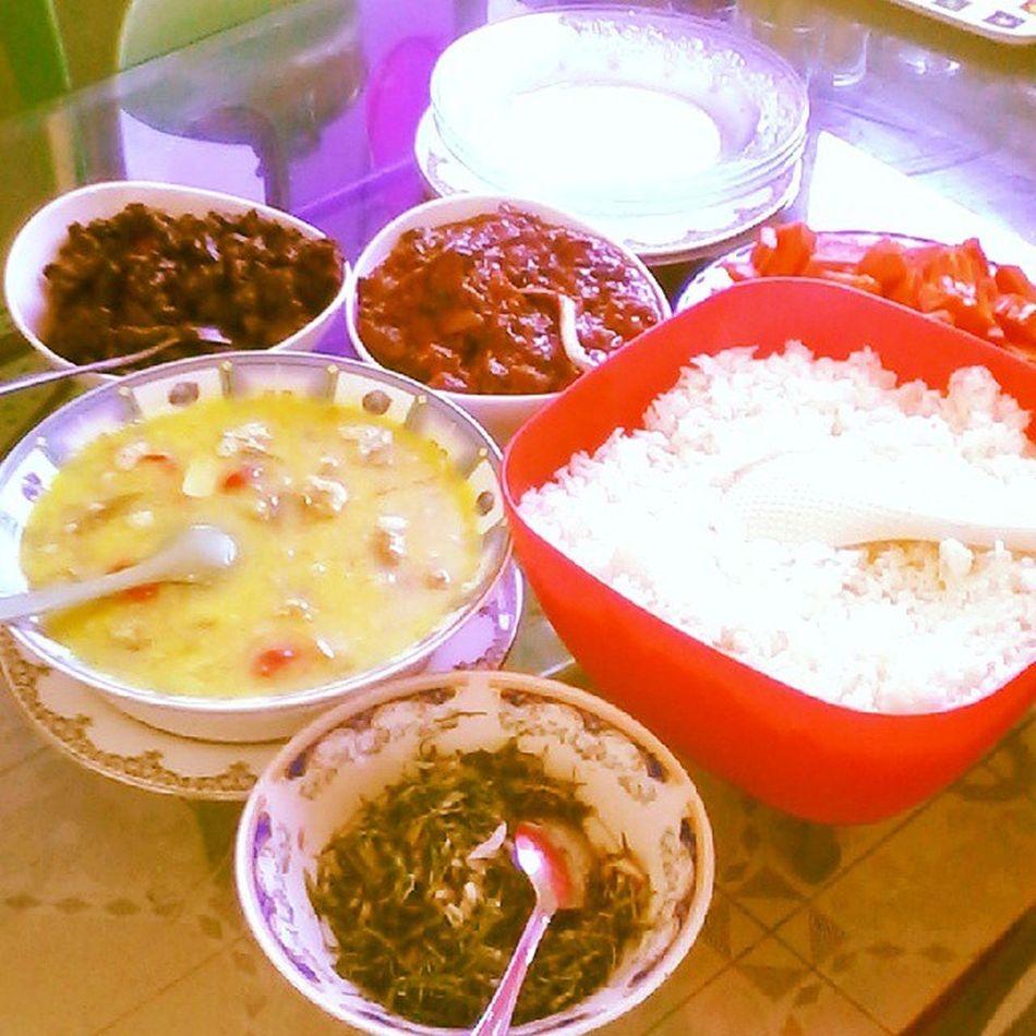 HappyFriday Fridaylunch Instafood KanKunBeef Dhaal DryFishCurry