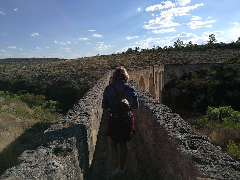 Sobre el acueducto. Outdoors One Person Building Arquitecture Pueblo Mágico Excitement Fall Sky Trip Photo