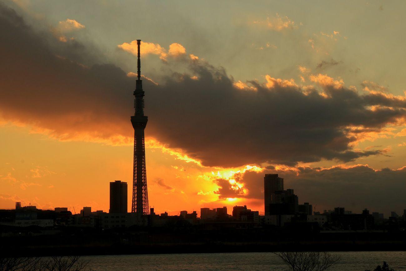 Sky Sunset Tower Tokyo Japan Skytree Tokyoskytree Sun Sunset_collection Orange Sky Sunsets Cloudporn