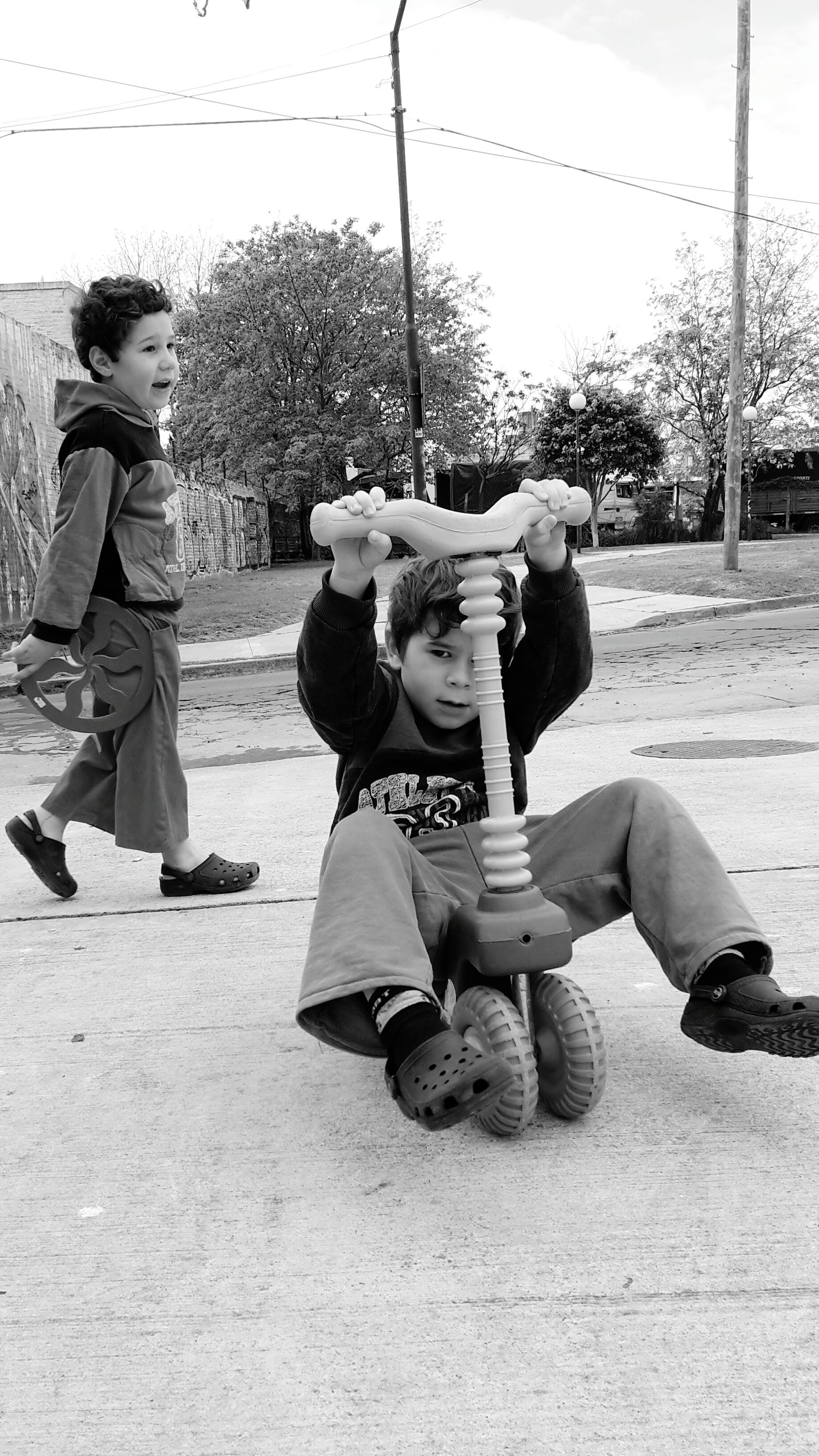 childhood, lifestyles, full length, togetherness, casual clothing, boys, elementary age, leisure activity, girls, bonding, love, sitting, cute, innocence, tree, person, playing