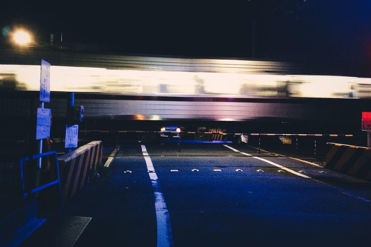 Paso a nivel. Tokyo Nights Tokyo Tokyo,Japan Japan Train Nightphotography Night Urban Atmosphere Night Photography