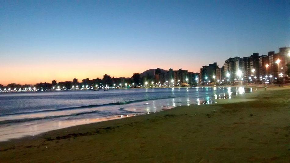 Jamais perca o seu equilibrio. Sunset Walking Alone... Relaxing Enjoying The View Life Is A Beach Light And Shadow