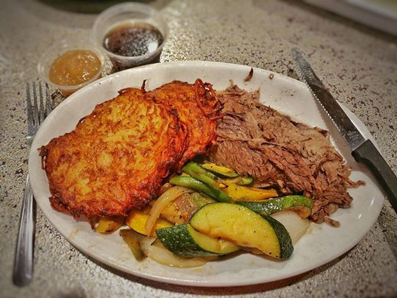 @manhattaninthedesert Beefbrisket Latkes Yummy Aujus Dinner Foodie Palmsprings California Southerncalifornia