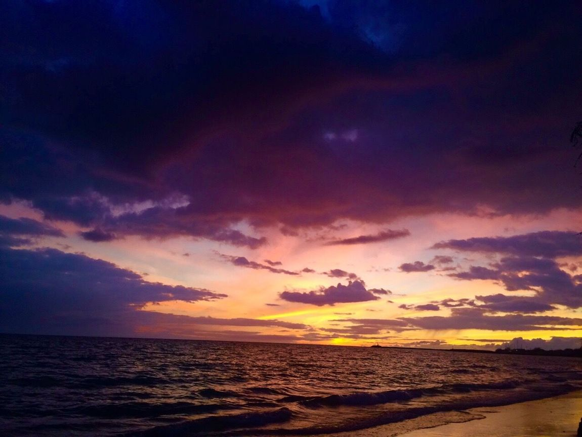 Sunsets in the spring. Spencer beach Hawai'i Sea Water Horizon Over Water Sunset Scenics Tranquil Scene Tranquility Beach Beauty In Nature Sky Nature Shore Idyllic Wave Calm Cloud Dramatic Sky Seascape Cloud - Sky Waterfront Dramatic Angles TakeoverContrast