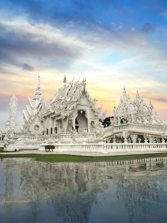 ✨White✨ Landscape With Whitewall Art And Craft Building Exterior Fine Art Photography Cultures Exceptional Photographs The Great Outdoors With Adobe Learn & Shoot: Balancing Elements How Do We Build The World? Landscapes Outdoors Place Of Worship Religion My Favorite Photo Showcase March Spirituality The Great Outdoors - 2016 EyeEm Awards Symmetry Tadaa Community Temple The Architect - 2016 EyeEm Awards Thailand Travel Wat Rong Khun Spotted In Thailand