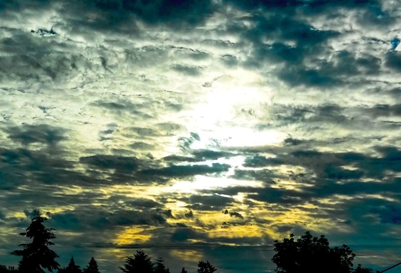 Cellphonepics Photos At 50 Federalwaywashington Lookupitsbeautiful Crazyclouds Morning Light Washingtonstate