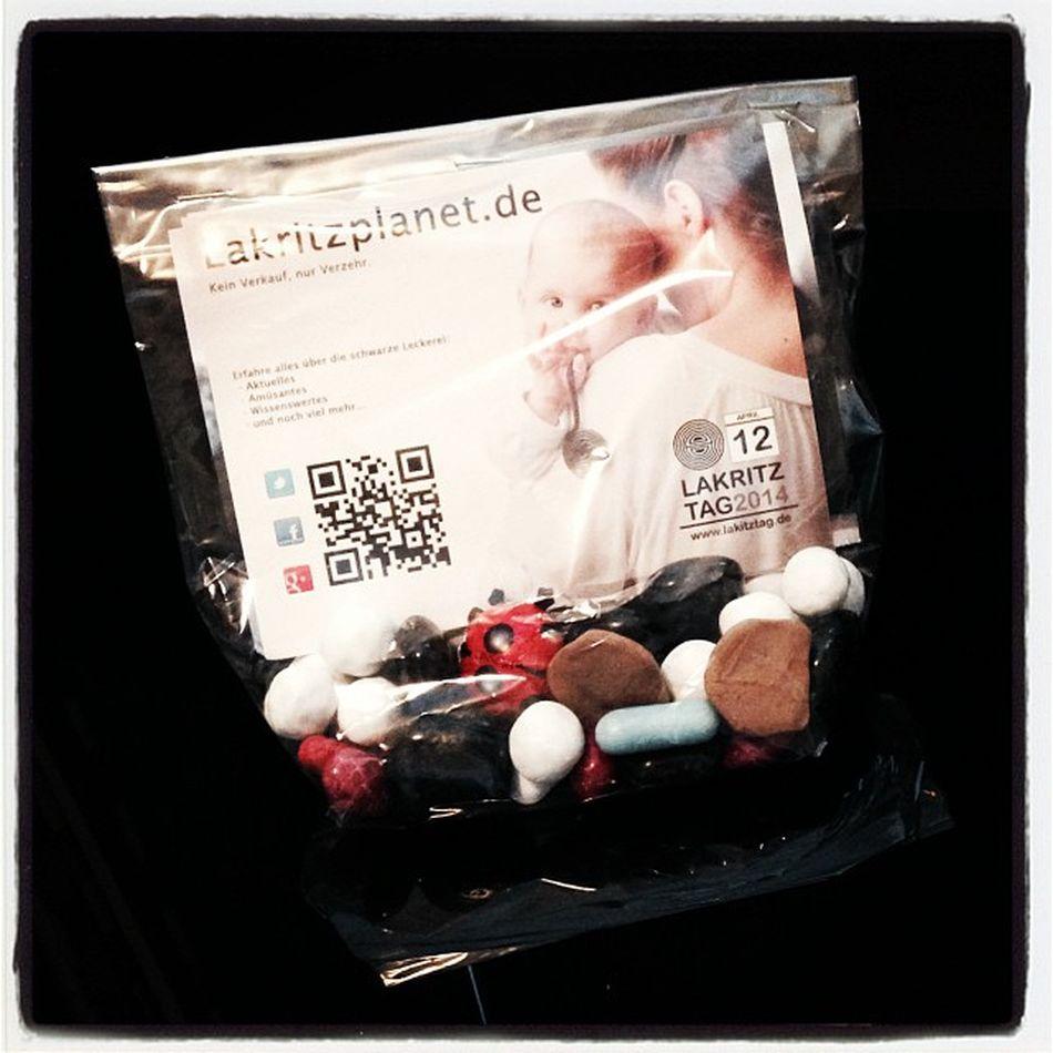 #Sweetup für den Zimmerservice Tuete Sweet Sweets Postcard Bag Aachen Suessigkeiten Lakritzplanet Sweetup Postkarte Suessigkeit Aixlachapelle