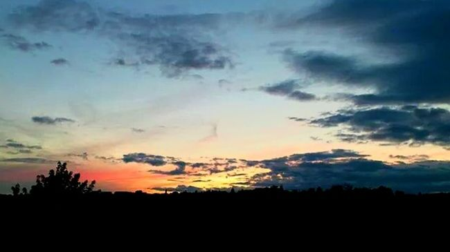 Silhouette Taking Photos Enjoying Life Check This Out Dresden Clouds And Sky Beautiful Nature Sunset_collection Sun&Clouds