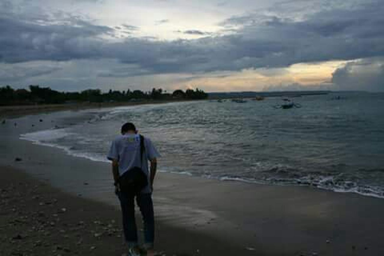 alone but not lonely .. Beach Travel Photography Bali Beach Glommyday People Are People Happy People Travelling Travelingindonesia BeautyfullIndonesia Ligth And Shadow
